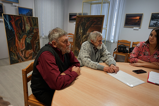 От художников «ТСХ Карелии» городу Волгограду были переданы в дар две картины